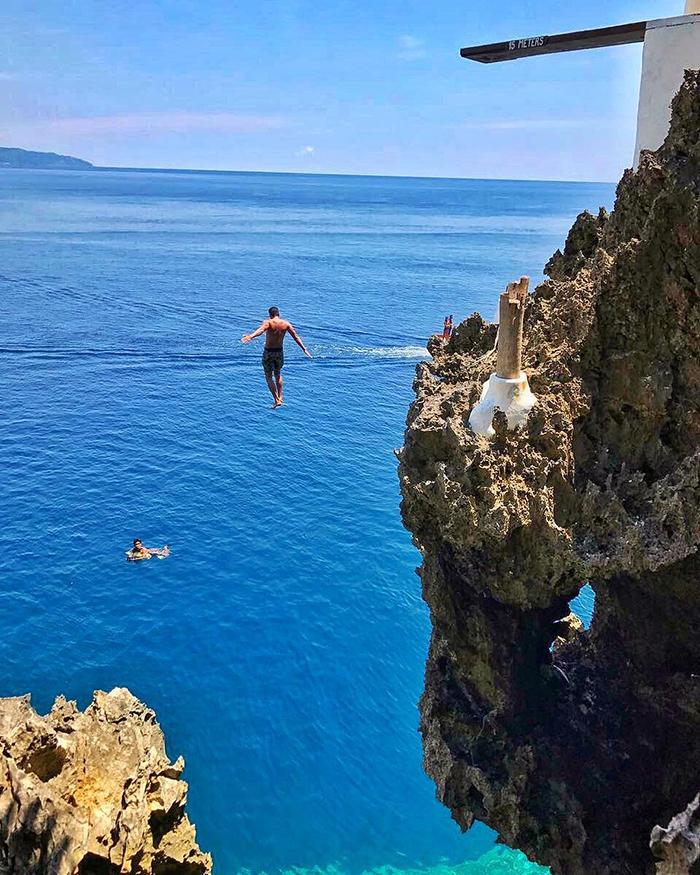 cliff dive boracay